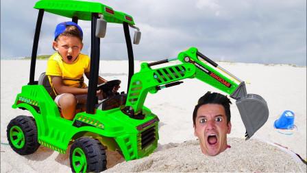 超搞笑!萌宝小正太究竟用挖掘机做了什么事?为何爸爸会被沙子盖住了呢?儿童玩具游戏故事