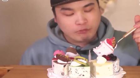 韩国大胃王胖哥,吃冰淇淋蛋糕吃的真过瘾,看起来非常好吃