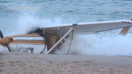 美国一小型飞机因故障迫降冲海中 民众在数米外以为是表演