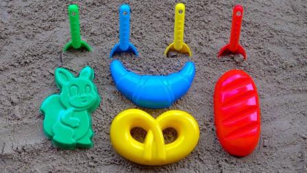 玩沙子模型和玩具铲子 用沙子DIY兔子蛋糕和牛角包 儿童学习数字和颜色