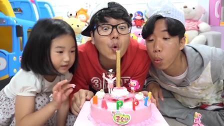 萌宝小萝莉和哥哥一起过生日,吃生日蛋糕!太棒啦