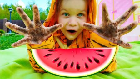 太搞笑了!萌宝小萝莉怎么手上那么脏?为何却不洗手吃西瓜?
