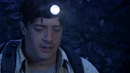 地心历险记:三人意外进入神秘洞穴,里面有着无数宝石