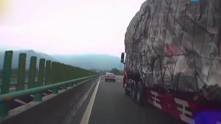 都市晚高峰 2019 江西南城:司机超车被货车挤压  副驾妻子吓哭
