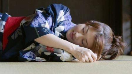 日本人为什么喜欢睡地板,不嫌太硬吗?当地人:小命要紧