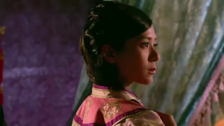 宫锁心玉:僖嫔洗澡的时候,宫女把衣服扣子剪开,让她在皇上面前衣不遮体