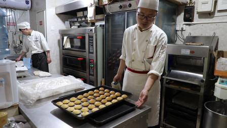 农村小伙做肉松小贝,创意的做法普通的吃法,做好几盘不够吃
