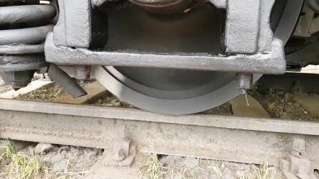 火车轮子打滑了,那该怎么办啊
