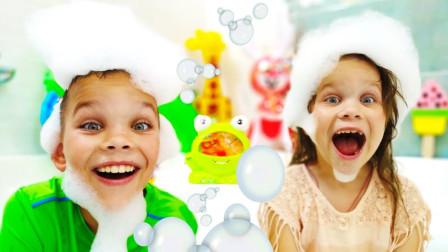 好好玩!萌宝小萝莉带着哪些玩具在浴缸里玩呢?趣味玩具故事