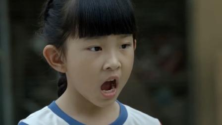 城里人嫌农村人太脏,连嘴都是臭熏熏的,不想小女孩用一招治愈了