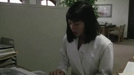 男上司当女友面竟在办公室和外国美女亲吻,胆子也太大了!