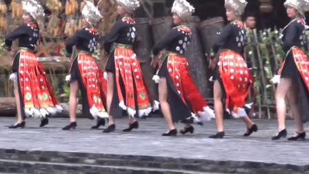 """我国最""""性感""""少数民族,女孩裙子仅5寸,到底是啥习俗?"""