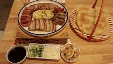 满满的幸福熏肉大饼层层分离,每层都是满满的料