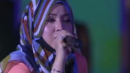 茜拉翻唱《最长的电影》,干净深情的的嗓音,唱的委婉动听