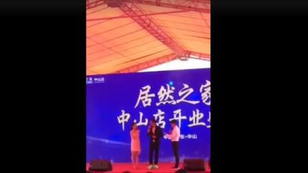 任达华在广东出席活动时被陌生男子捅了一刀视频1