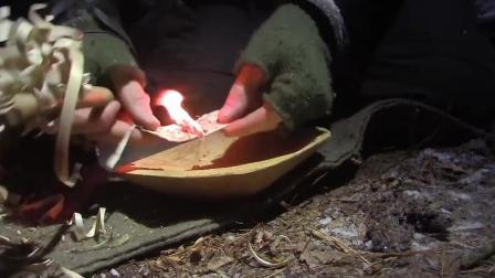 几个外国人大雪天荒野搭建住所, 最后生起火的一刻, 顿觉温暖