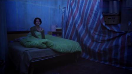 单身美女一时大意,请男子进屋里避雨,美女后悔了