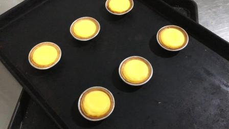 面包师做港式蛋挞,八样食材搅一起烘焙三分钟,就能做出正宗美味