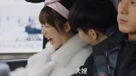 亲爱的热爱的:韩商言去接佟年回家,刚一上车后座传来一句大嫂,吧佟年吓出惊声尖叫!