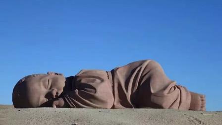 """戈壁滩上惊现神秘""""巨婴"""", 并在此""""沉睡""""了一年多,让人流连忘返"""