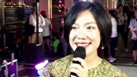 高手在民间?香港旺角街头女歌手龙婷,实力演唱《粉红色的回忆》