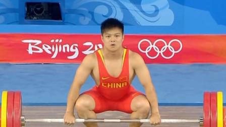 """中国举重奇才""""龙清泉""""多次夺冠破世界纪录,现在为何消失不见?"""