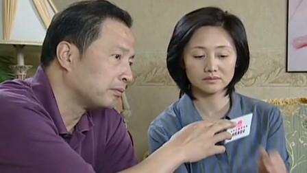 哥哥察覺妹妹的男友不對勁讓他寫履歷表送過去男友表情亮了