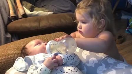 姐姐喂弟弟喝奶,还不忘擦擦嘴,太有爱了!