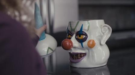 胖女儿太爱吃饼干,妈妈就买了个小丑罐子,结果却召唤出小丑恶魔