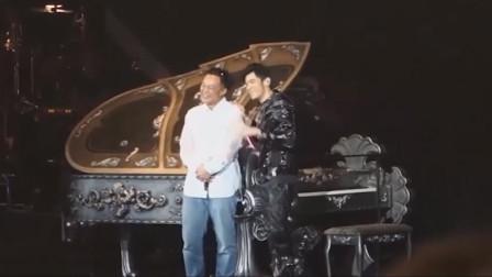 周杰伦发现又一巨星偷偷买票来看演唱会,感动得差点跪了点歌回礼