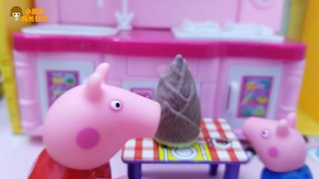 《小猪佩奇》认识小故事,乔治拿竹笋吃,噢,还认为是冰淇淋呀