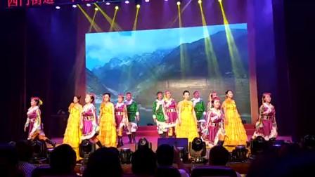 视频录像萱子;科区西门街道,团结社区表演舞蹈'歌唱毛主席舞动新时代'