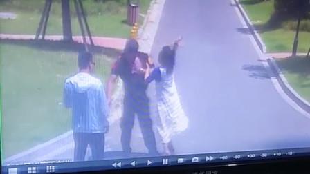 安徽一女业主与保安互殴双双受伤 监控还原事发经过
