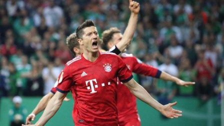 德国杯-穆勒传射莱万双响+点球绝杀 拜仁3-2晋级决赛
