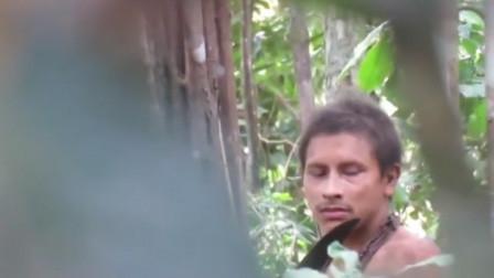 巴西亚马逊雨林原始人被拍到清晰正脸 属亚瓦部落与世隔绝
