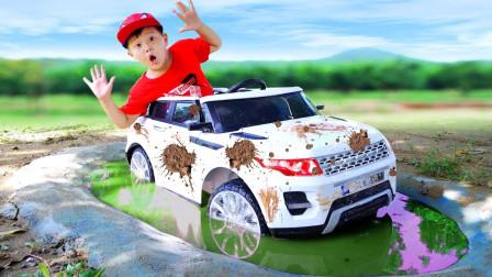 太惊险!萌宝小正太的车子咋陷入水坑里?最后是谁帮助他呢?