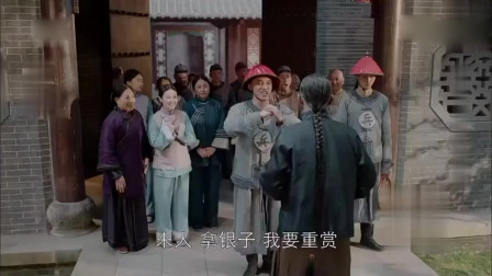 10年寒窗吴泽终于高中举人,激动得把书拿反了,二爷全家打赏!