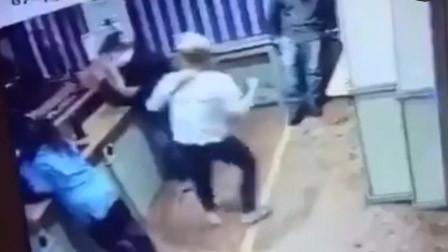男子不忠被女子抓包暴打 4秒钟打出9拳