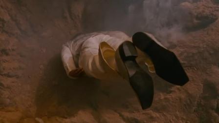 小伙突然从天而降,砸出大坑却毫发无损,他身体结构不一般