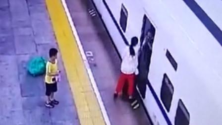 儿子身高超标被要求补票 女子站台上掌掴乘务员