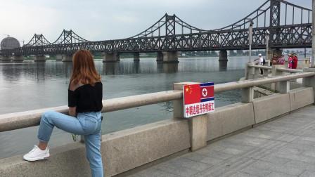 丹东鸭绿江旅游 拍到一个忧郁的美女 一直看着朝鲜不知道为什么