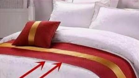 在酒店的床上,为啥要放一块布?酒店经理透露实情,看完频频点头