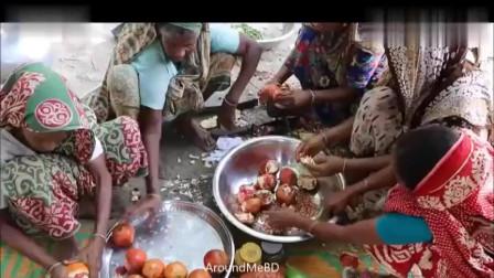 一次搞那么多水果来煮甜汤,印度阿三实在豪气,可怜我苹果买不起