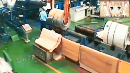 2男2女车间干活, 监控竟然拍下死神来临的10秒!