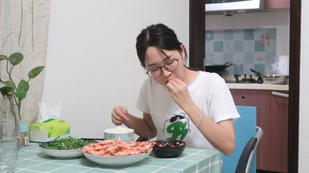 小兔晚饭做懒人菜,2斤虾白灼,做法简单,一看就会,还超好吃