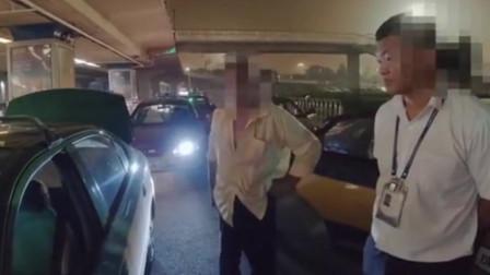 首都机场出租车嫌路近拒载 乘客:我们明明4个人 司机非说5个人