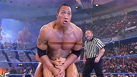 WWE:管你是啥双冠王,敢偷袭巨石强森,就少不了一顿暴打!
