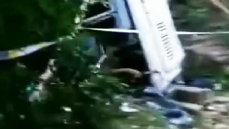贵州思南县发生中巴车交通事故 致8死3重伤