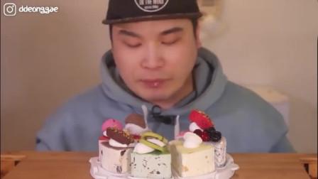 韩国大胃王胖哥吃播冰淇淋蛋糕,狼吞虎咽的,看起来好吃又诱人
