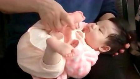 6个月的小孙女,一来到姥姥家就被当玩具,亲妈看着也无能为力啊